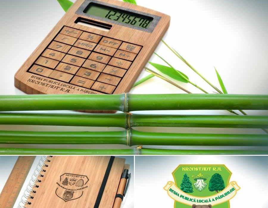 Accesorii-de-birou-din-bambus-personalizate-prin-gravura.
