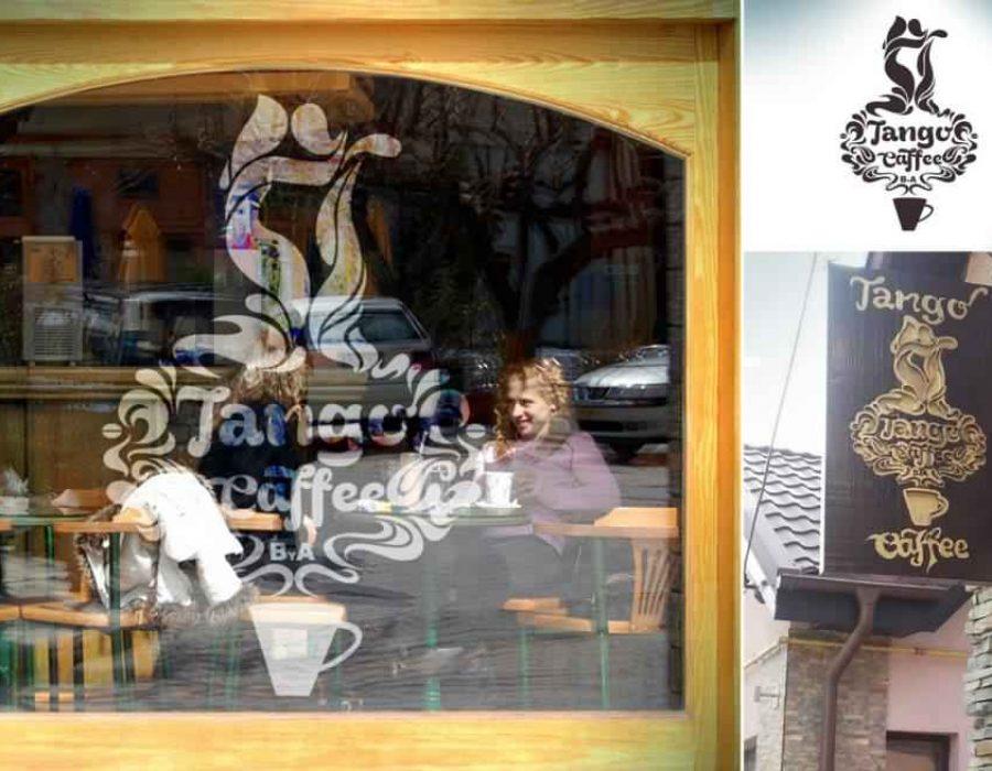Decoratiune-sediu-cafenea-folie-sablata-geamuri-fatada-firma-gravata-in-lemn-productie-materiale-promotionale-suport-cescute-carti-postale-poatere